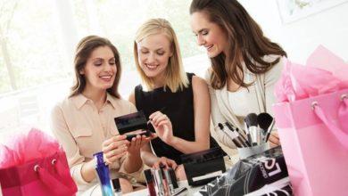 addetti alle vendite, addetti agli scaffali e consulenti di bellezza